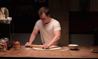 Tim Kalkhof spielt den Bäcker und Konditor Thomas.