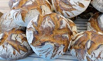 Kunden beurteilen die Servicequalität in Bäckereien.