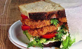Das Schnitzel im Brot oder Brötchen ist ein Klassiker.