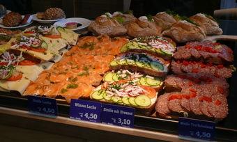 Belegte Brote, Snacks, die nah am Kernsortiment sind und bei den Kunden zunehmend im Fokusastehen. Wolf