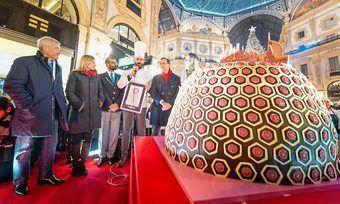 Rekord-Panettone: Riesengebäck sorgt für Aufsehen in der berühmten Mailänder Viktor-Emanuel-Galerie.