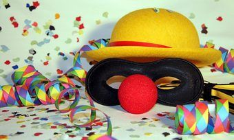Verkleidung und etwas Karneval im Job – das hängt auch vom Arbeitgeber ab.
