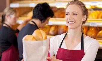 Im Bäckereiverkauf werden üblicherweise Einwegverpackungen aus Papier verwendet.