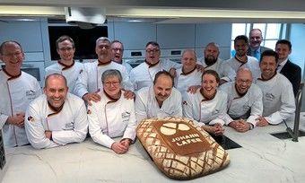 Die neuen Brot-Sommeliers freuen sich gemeinsam mit Johann Lafer (M.) und Vertretern der Handwerkskammer Mannheim (r.).