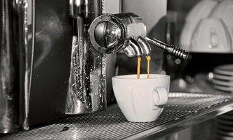 Nachhaltiges Kaffeeanbot jetzt auch im Bekleidungsgeschäft.