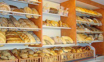 Statt in der Tonne landet das Brot im Verkaufswagen.