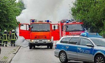 Ein Großaufgebot der Feuerwehr hatte den Brand in kurzer Zeit unter Kontrolle.