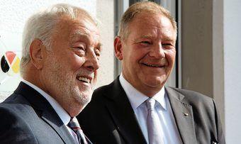 Heribert Kamm (links) gratuliert dem neuen Landesinnungsmeister Jürgen Hinkelmann.