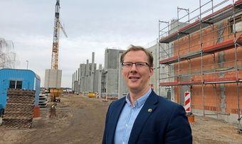 Kapazitätserhöhung: Sebastian Gooding auf der Baustelle in Oranienbaum.