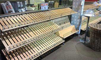 Kronenbrot liefert nicht mehr: Bei Aldi-Süd blieb manches Brot-Regal leer.