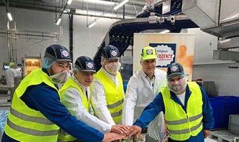 Christian Finkler, Jürgen Barke, Thomas Göbel, Daniel Millekat und Daniel Morales (v.l.) drücken den symbolischen Startknopf der neuen Produktionsanlage für die Marke Wagner.