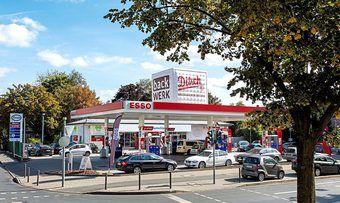 In der Königsteiner Straße in Frankfurt ist eine der drei Esso-Tankstellen mit dem neuen Konzept.