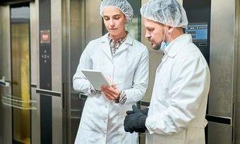 Auch in Deutschland sinkt die Zahl der Kontrollen in Lebensmittelbetrieben.