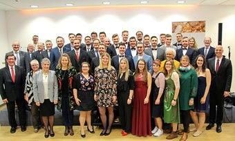 Bundesakademie Weinheim feiert 32 neue Bäckermeister und 14 neue Betriebswirte.