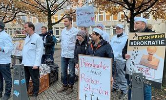 Demo in Hannover: Bäckern kommt noch mehr Bürokratie nicht in die Tüte.