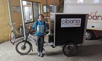 Cibarias Marktverkäuferin Sabine Thesing und das BrotBike sind nach 762 km Fahrt in Münster angekommen.