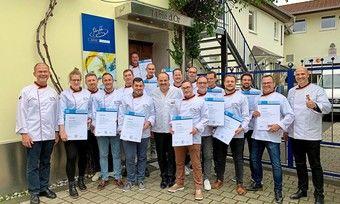 Die neuen Brot-Sommeliers feiern ihren Abschluss gemeinsam mit Johann Lafer (M.).