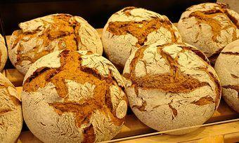"""Bei der Bäckerei """"Der Weserbäcker"""" wird weiterhin Brot gebacken und verkauft."""