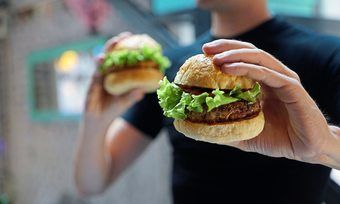 Vegane Burger kommen bei Verbraucher an.