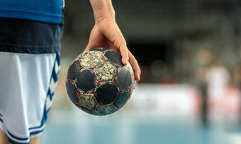 Die deutschen Handballer spielen heute gegen Island.