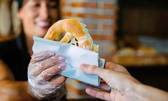 Beim Außer-Haus-Verkauf von Snacks lauern steuerliche Fallstricke.