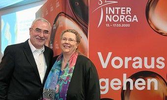 Trendforscherin Karin Tischer und Messechef Bernd Aufderheide bei der Präsentation der Foodtrends im Vorfeld der Internorga.