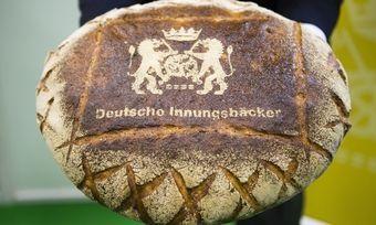 Das neuaufgelegte Wappen auf einem Deutschen Landbrot.