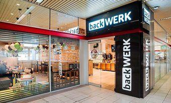 Vorbild vielleicht auch für Deutschland: Backwerk hat am Hauptbahnhof in Villach ein Geschäft mit Speisenangebot und Kinderbereich.