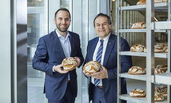 Eigentümerwechsel: Josef Resch (rechts) hat seinem Sohn Georg die restlichen Firmenanteile übergeben.