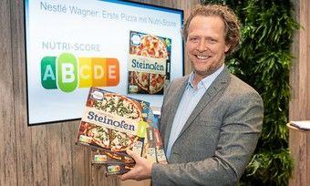 Thomas Göbel (Nestlé-Wagner) stellt die ersten Produkte mit der Nutri-Score-Kennzeichnung vor.