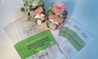 Die Bäckerei Büsch weist auf Tüten auf die Verlosungsaktion hin und hat ihre Fachgeschäfte mit Blumenschmuck mit dem Landesgartenschau-Motiv dekoriert.