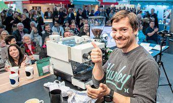 Erfahrener Latte-Art-Wettkämpfer: Johannes Otto hatte im Herbst 2019 auf der Messe Food & Life schon den Barista-Cup gewonnen.