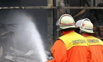 Nach mehreren Einsatzstunden hat die Feuerwehr den Brand bei Ireks unter Kontrolle bekommen.