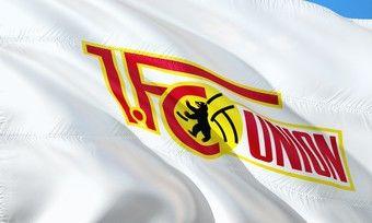 Fußballbundesligist Union Berlin macht kostenlose Werbung für seinen langjährigen Lieferanten aus dem Bäckerhandwerk.