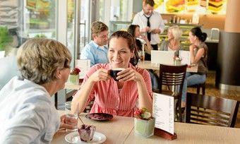 Wenn Kunden wieder im Bäckerei-Café speisen dürfen, gilt ein verminderter Mehrwertsteuersatz.