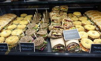 Bäcker können mit einem kreativen, aber übersichtlichen Angebot auf Brotbasis punkten.