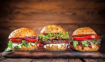 Auch Burger-Snacks gibt es in der Insektenvariante.