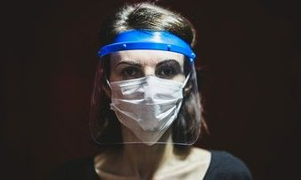 Das Tragen eines Gesichtsvisiers ersetzt nach Ansicht eines Verwaltungsgerichts nicht die Maske.
