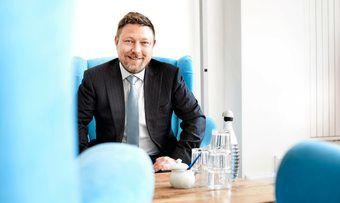 Rechtsanwalt Mark Wilhelms Kanzlei vertritt rund 1000 klagebereite Gastgewerbe-Betriebe, die ihre Ansprüche aus einer Betriebsschließungsversicherung durchsetzen wollen.