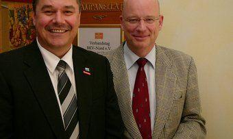 Heinz Essel (rechts), hier mit Mecklenburg-Vorpommern Landesinnungsmeister Thomas Müller, übernimmt kommissarisch die Geschäfte des Verbands Niedersachsen/Bremen. Foto Hoffmeister