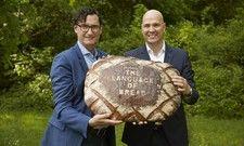 Michael Kleinert und Bernd Kütscher (von links) sind der Meinung, jedes Brot hat ein eigenes Aroma, spricht eine eigene Sprache.